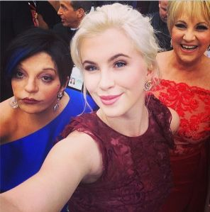 Ireland-Baldwin-takes-a-selfie-with-Liza-Minelli-at-the-2014-Oscars-3200736